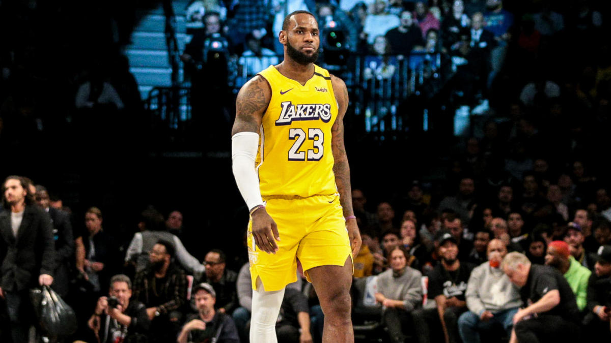 Lakers' LeBron James puts unreal passing on display in another triple-double performance in win over Nets