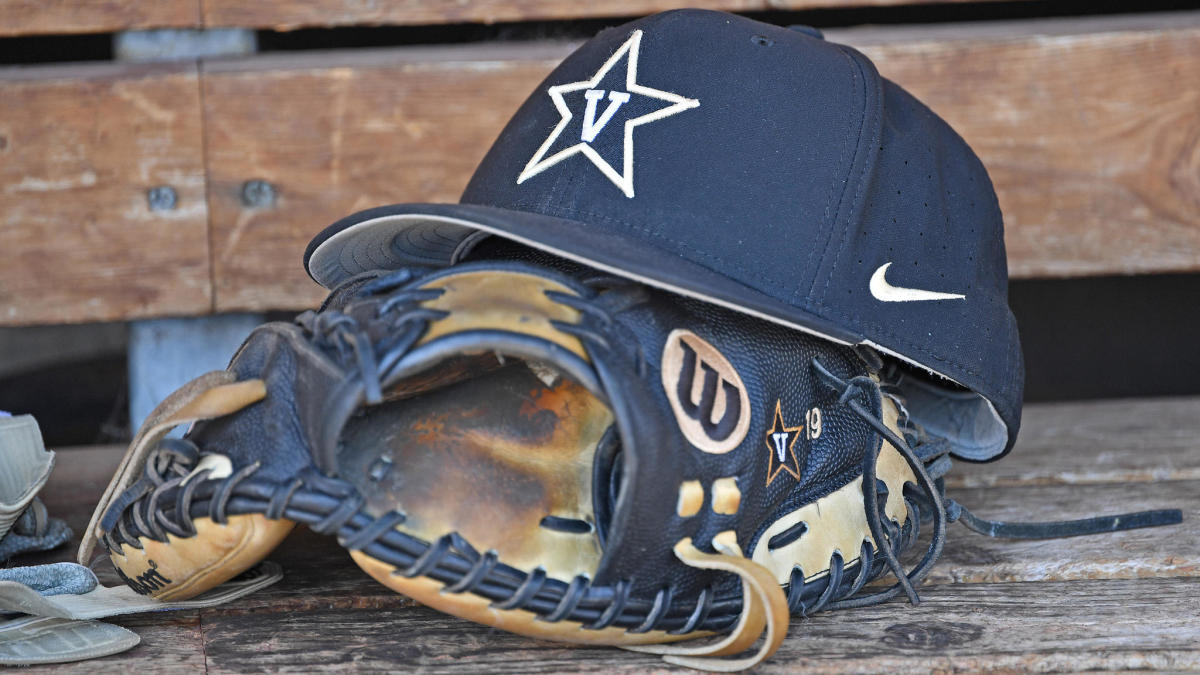 Jack Leiter, Al Leiter's son, throws five no-hit innings, strikes out 12 in debut with Vanderbilt