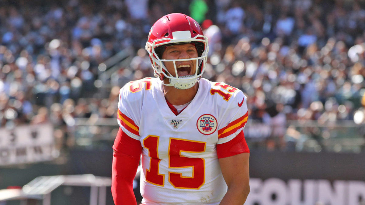 Chiefs, Patrick Mahomes agree on 10-year contract extension worth ...