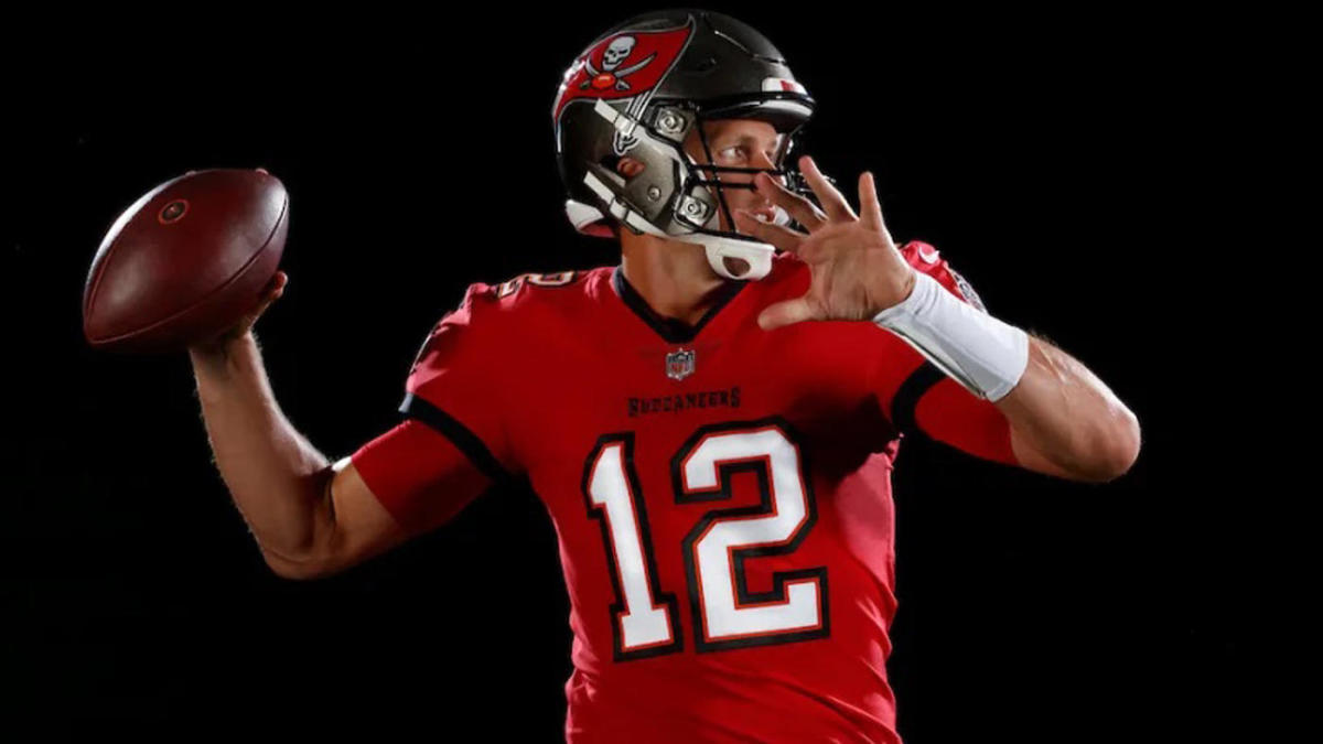 here s your first look at tom brady in a tampa bay buccaneers uniform cbssports com tampa bay buccaneers uniform