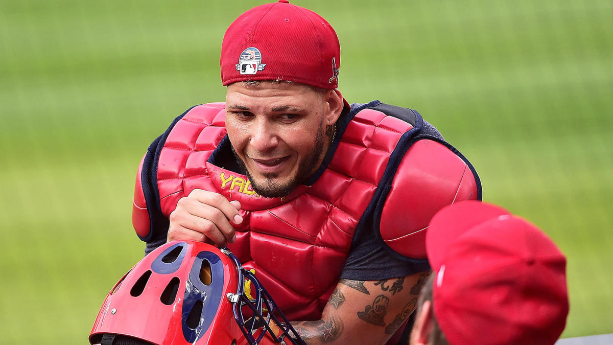 Yadier Molina claims MLB doesn't want him to catch Johnny Bench in Gold Gloves, but there's a problem