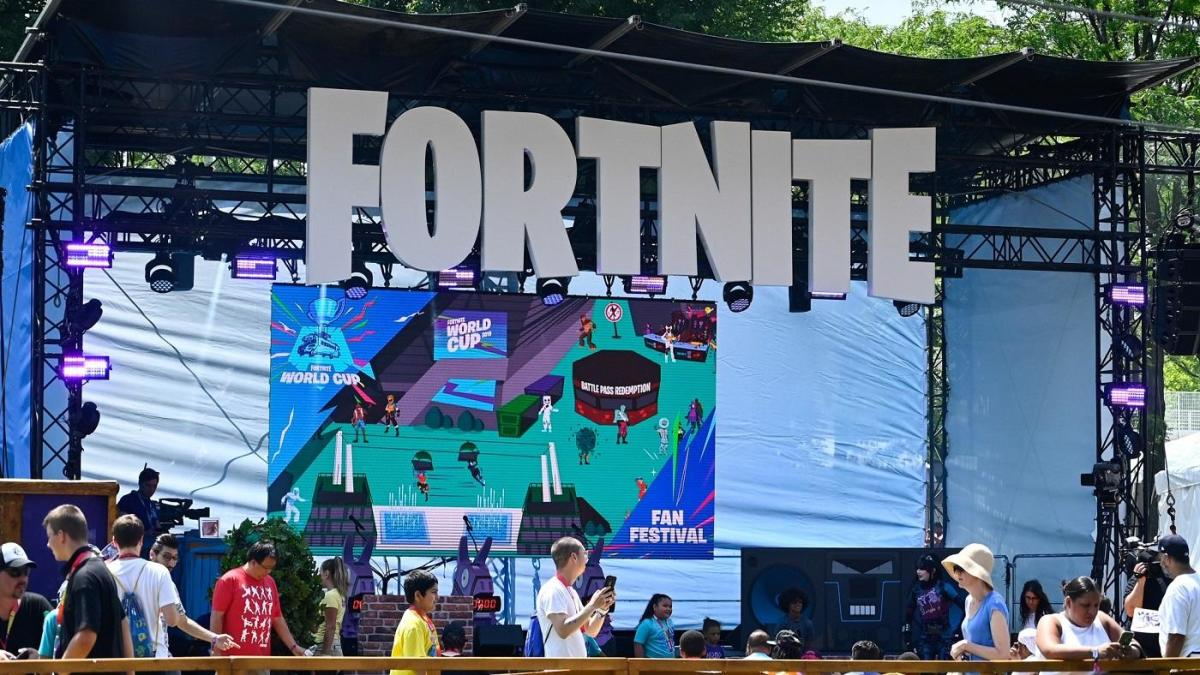 Fortnite Removed From App Store And Google Play Epic Games Files Lawsuit Against Apple Cbssports Com