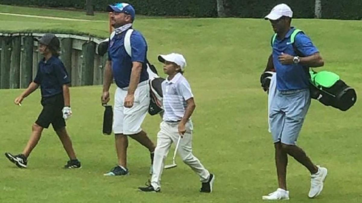 Tiger Woods Son Charlie Dominates Nine Hole Golf Tournament With His Dad As Caddy Cbssports Com