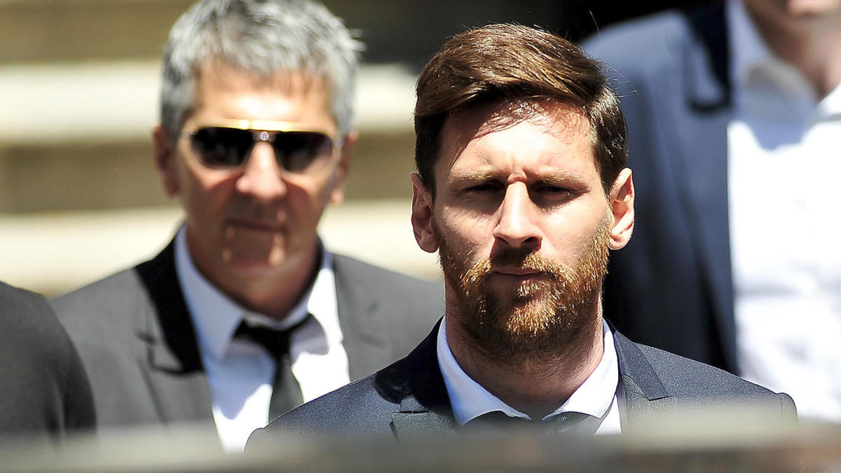 Lionel Messi's father to meet with Barcelona in Europe this weekend over  transfer saga involving his son - CBSSports.com