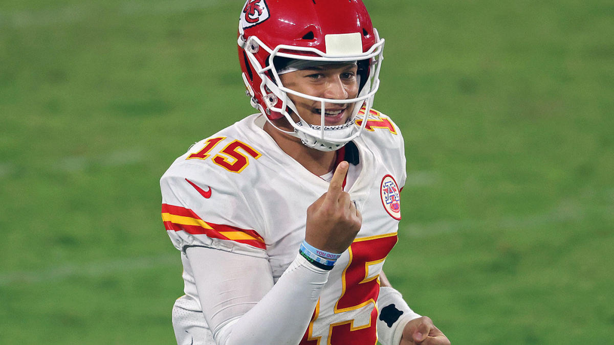 2020 NFL MVP watch: Patrick Mahomes, Aaron Rodgers in a tight race; Russell Wilson now a distant third