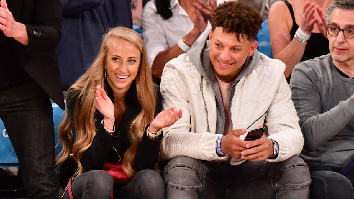 Chiefs' Patrick Mahomes, fiancée Brittany Matthews announce birth of their daughter - CBS Sports