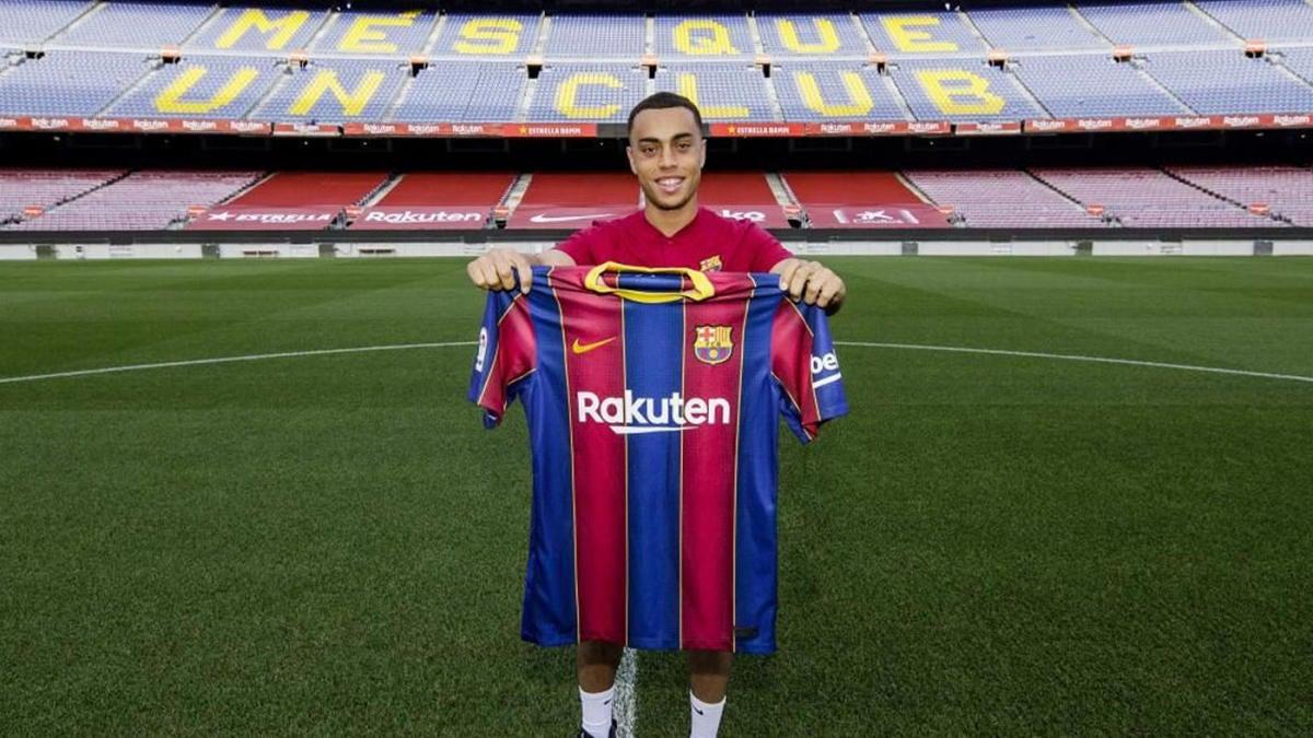 Sergino Dest transfer: Barcelona announce signing of rising USMNT star from Ajax - CBSSports.com