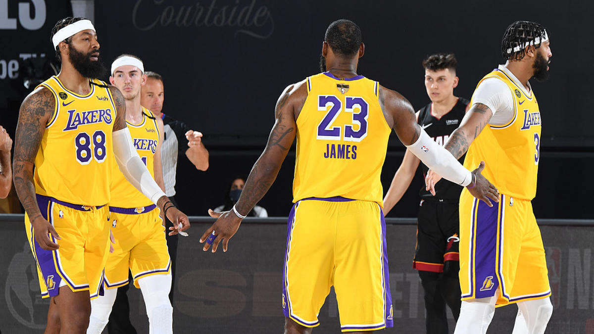 Lebron James Warns Lakers Teammates To Cut Back On Sideline Antics During Game 1 Rout Vs Heat In Nba Finals Cbssports Com