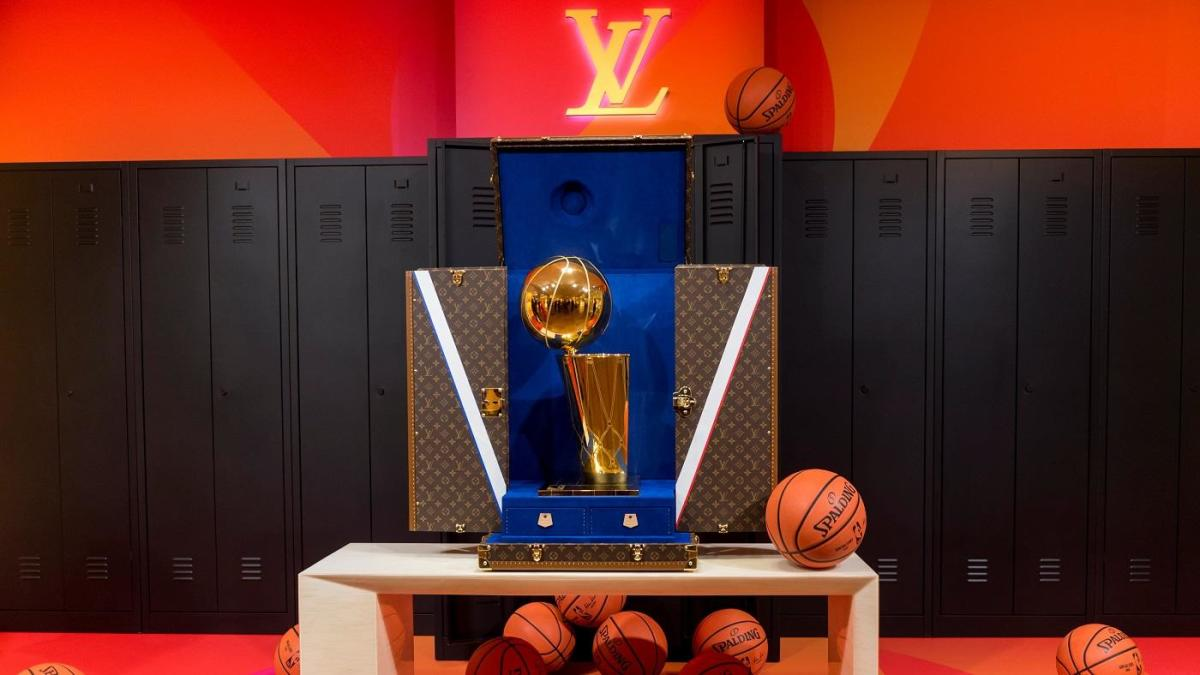 Look Winner Of Lakers Heat Nba Finals Will Have Larry O Brien Trophy Presented In Louis Vuitton Custom Case Cbssports Com