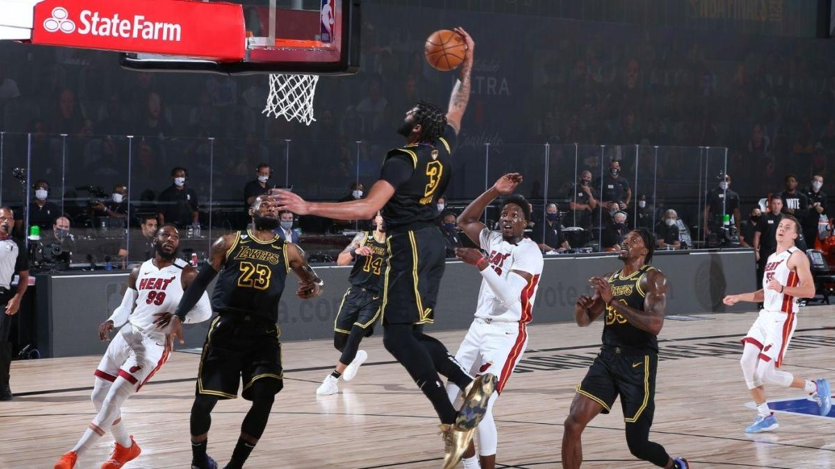 Lakers-Heat NBA Finals: LeBron James tosses alley-oop to Anthony Davis to get offense going in Game 5 - CBSSports.com