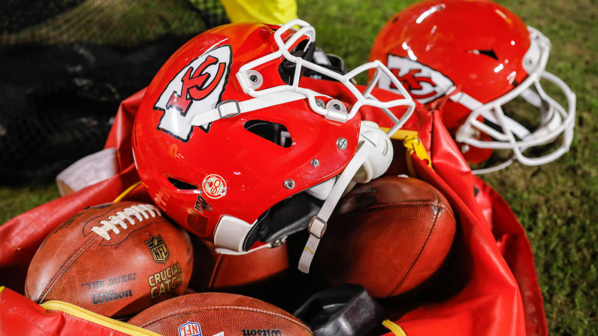 Bears' Practice Squad Player, Chiefs' Assistant Coach Test Positive for Coronavirus