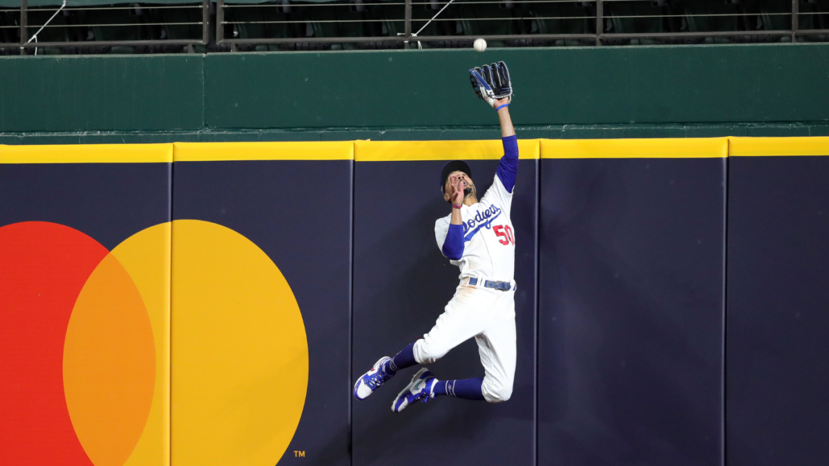 Dodgers star Mookie Betts robs Braves' Freddie Freeman of NLCS Game 7 home run with spectacular catch