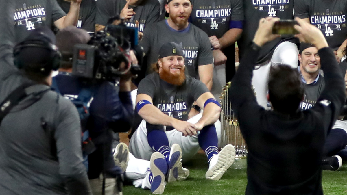 Justin Turner celebrates Dodgers' World Series-clinching win on field despite mid-game positive COVID-19 test - CBS Sports