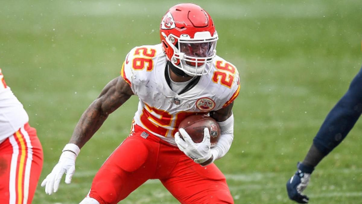 """Recently signed Baltimore running back Le'Veon Bell carrying the ball as a member of the Kansas City Chiefs last season . """"pictured here"""""""