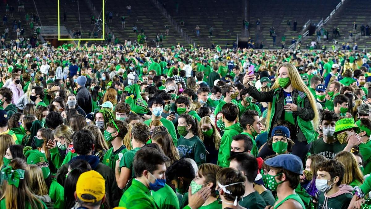 Notre Dame fans rush the field following win over No. 1 Clemson despite COVID-19 protocols