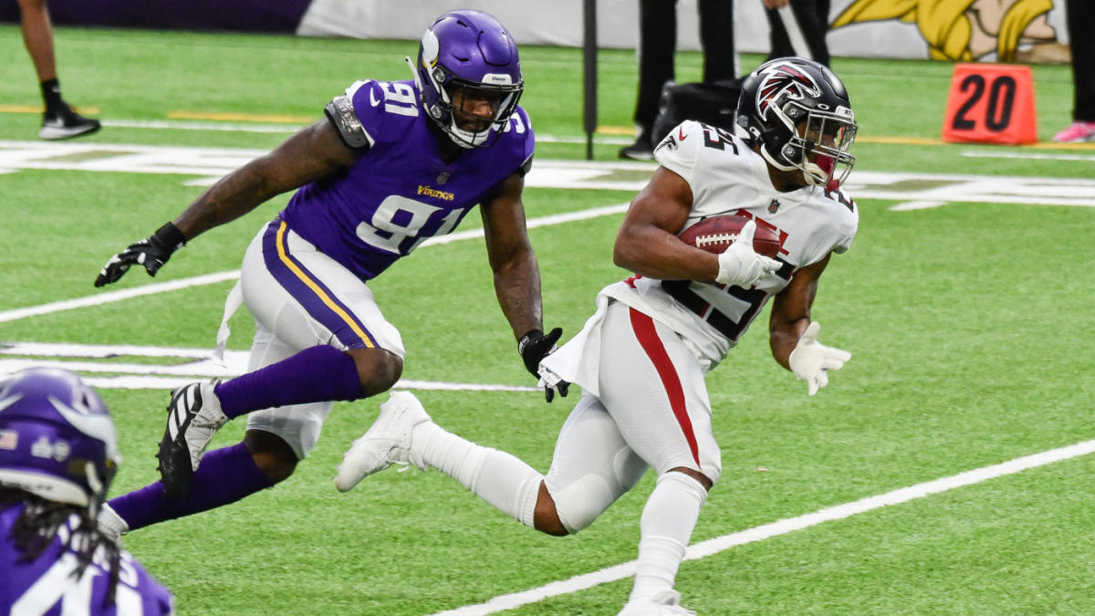 Fantasy football waiver wire, Week 13 picks: Best players to add include Ito Smith, D'Onta Foreman
