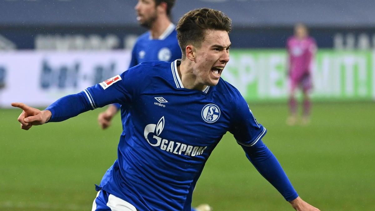 American Matthew Hoppe's hat trick saves Schalke 04 from an embarrassing  Bundesliga landmark - CBSSports.com