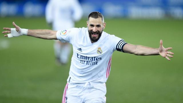 Deportivo Alaves Vs Real Madrid Score Hazard Benzema Lift Los Blancos To Victory Cbssports Com