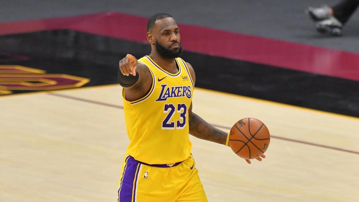 NBA injury updates: LeBron James targeting Tuesday return, per report; Bradley Beal suffers strained hamstring thumbnail