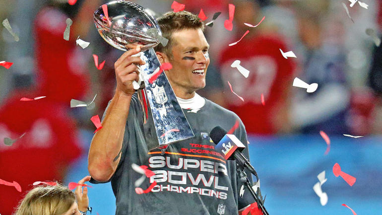 tom-brady-buccaneers-trophy.jpg