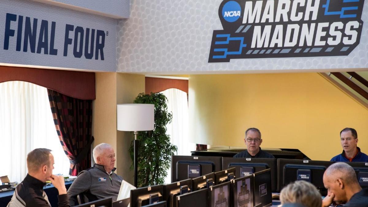 Court Report: Selection committee chair Mitch Barnhart explains new NCAA Tournament bracketing process - CBS Sports