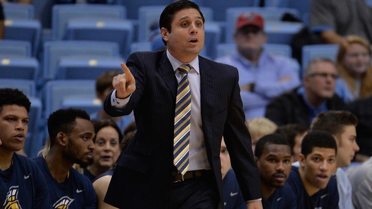 Cincinnati to hire UNC Greensboro coach Wes Miller