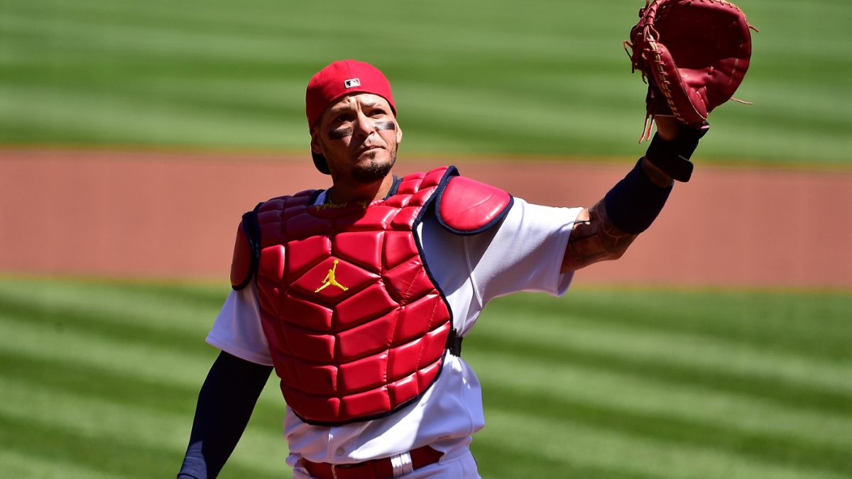 Cardinals' Yadier Molina becomes first MLB player to catch 2,000 games with one team