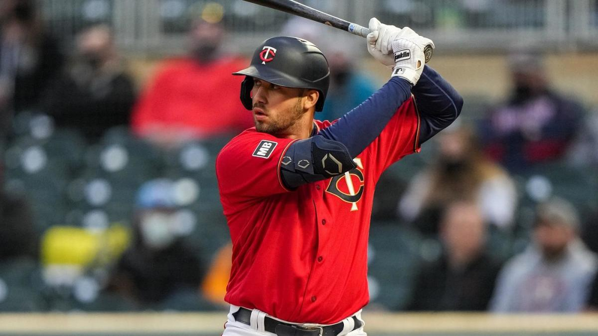 Fantasy Baseball Q&A: Hitters and pitchers rostered in too few leagues who need to be scooped up now