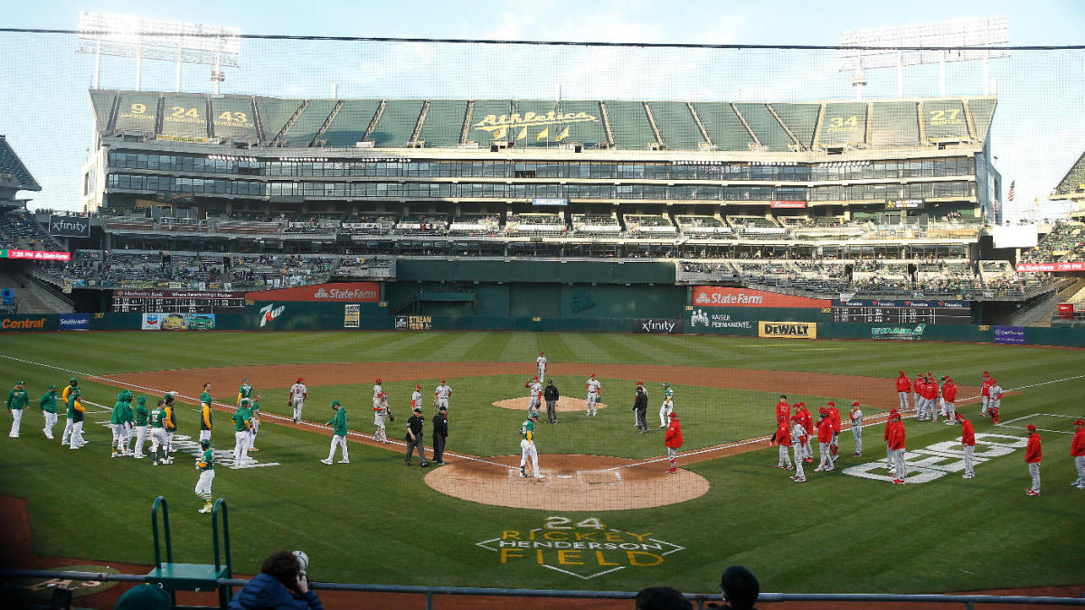 Benches clear after Shohei Ohtani's high fastball buzzes A's Mark Canha thumbnail