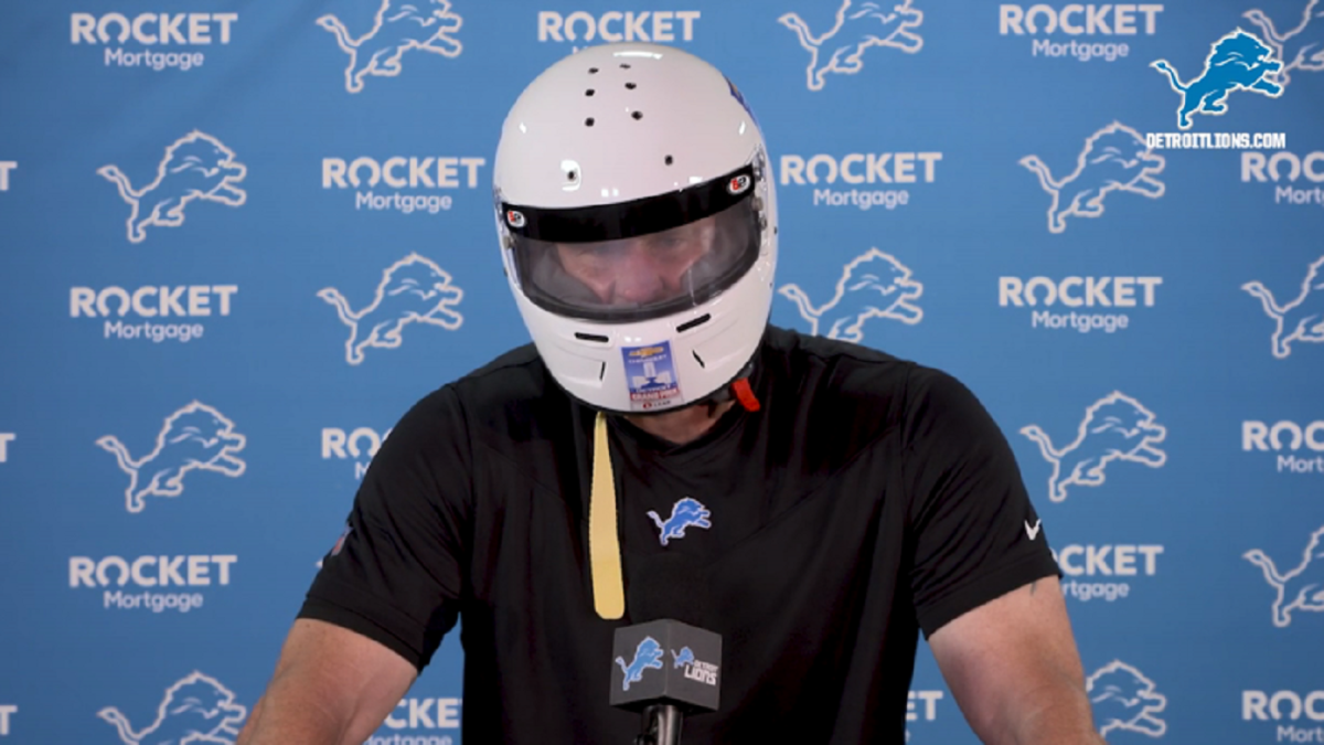 LOOK: Lions' Dan Campbell wears racing helmet to press conference, will grand marshal Detroit Grand Prix thumbnail