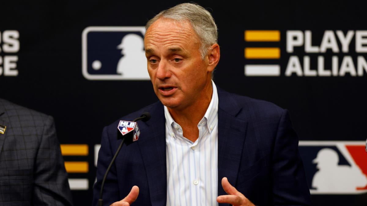 MLB propone un salario mínimo de $ 100 millones y un impuesto de lujo de $ 180 millones en las últimas negociaciones de CBA, según el informe