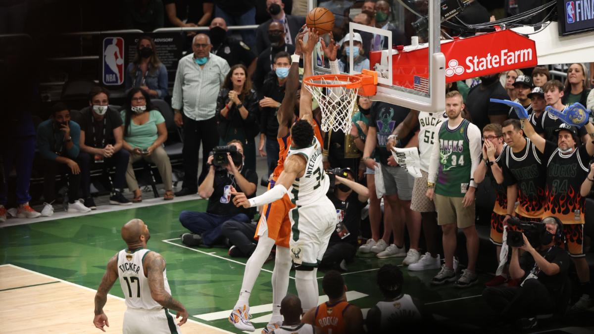 Giannis Antetokounmpo block: Bucks star thought he 'was going to get dunked  on' during memorable clutch play - CBSSports.com
