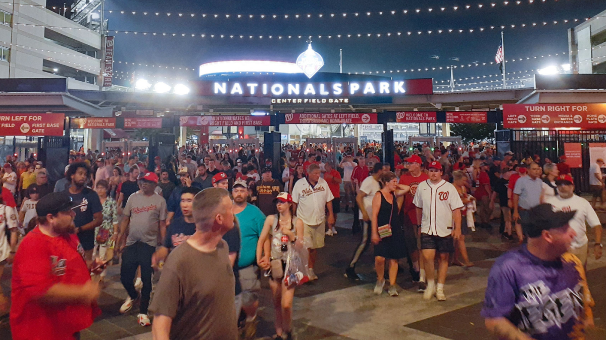 Shooting outside Nationals Park causes panic inside stadium; Nationals-Padres game suspended - CBSSports.com