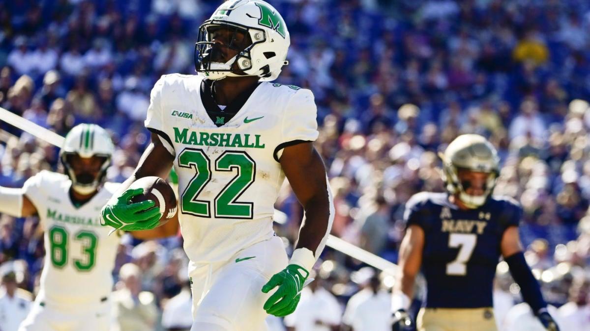 Probabilidades de Marshall vs.Apalachian State, línea: selecciones de fútbol americano universitario 2021, predicciones del modelo en la carrera 72-58