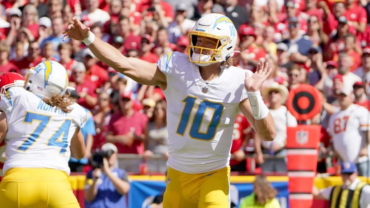 Chiefs vs. Chargers score: Justin Herbert throws winning TD with under minute to play to stun Kansas City – CBSSports.com