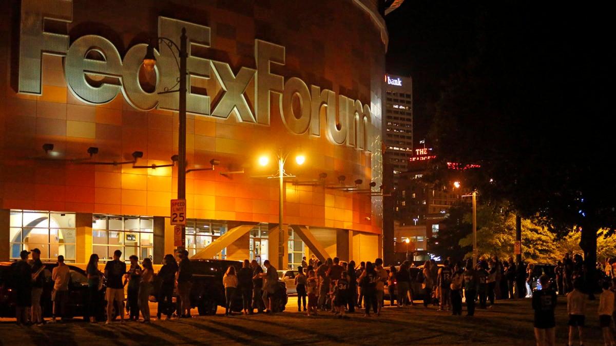 El juego de pretemporada Grizzlies vs.Bucks termina temprano, fanáticos evacuados después de una alarma de incendio inadvertida dentro del Foro Fedex