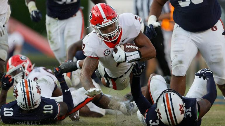AP Top 25 Poll Ranks Georgia Up to No. 1 in College Football Rankings for First Time in Regular Season Since 1982